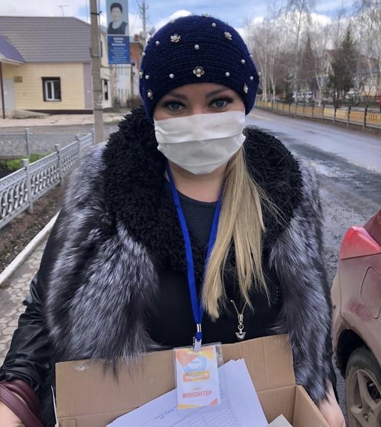 Ольга с мужем помогают развозить лекарства и продукты. Фото: Добровольческий центр «Добровольцы Оренбуржья»