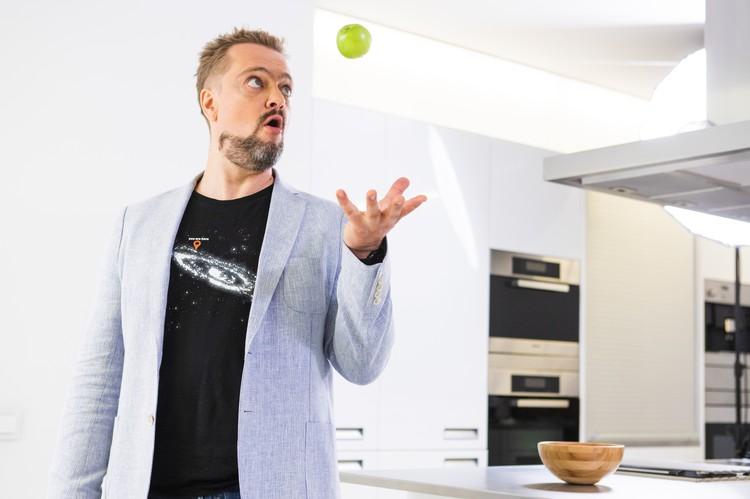 Ведущий легендарной программы «Галилео» вернулся в эфир с новым научно-популярным шоу «Умный дом»