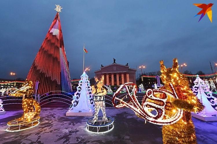 Главная елка Гомеля-2021 на площади Ленина.