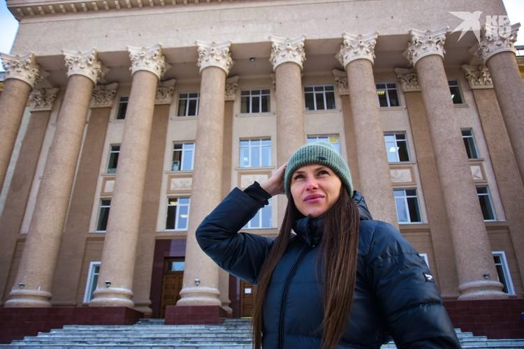 Колонны здания Совнархоза впечатляют — а мы ходим мимо и не замечаем.