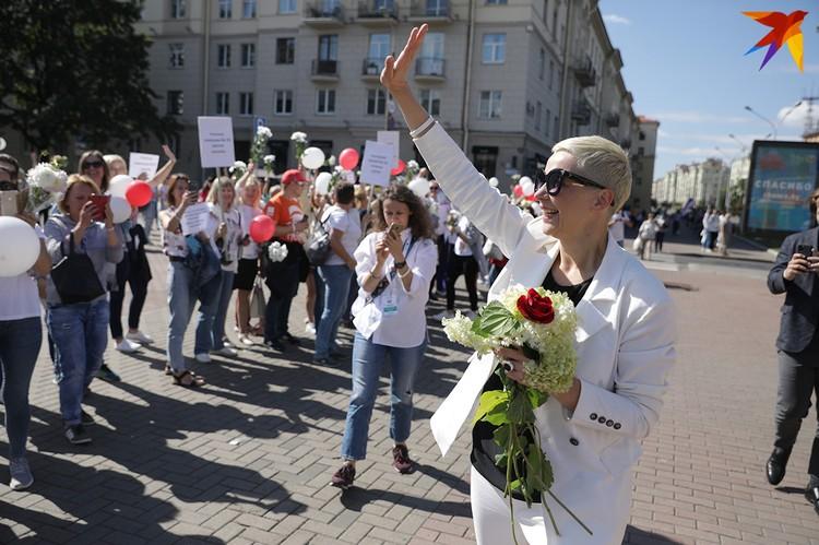 Мария Колесникова пришла поддержать учителей на акции солидарности у филармонии.