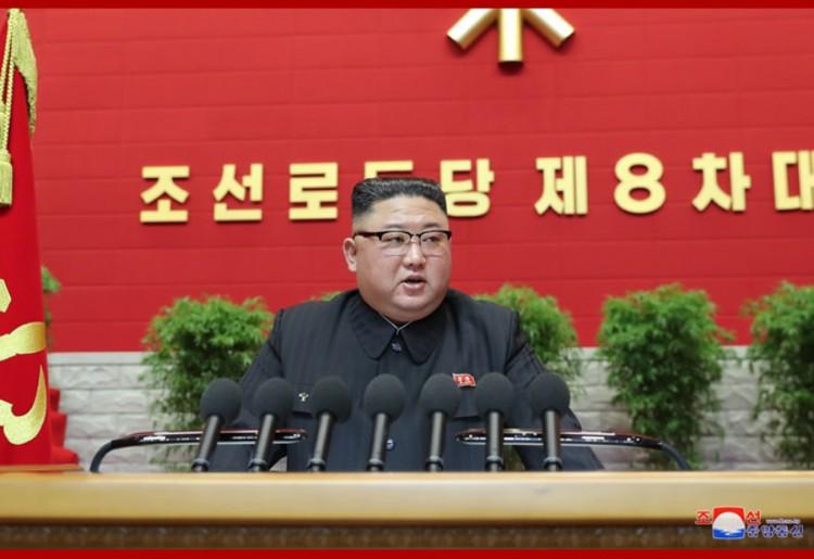Уважаемый товарищ Ким Чен Ын произнес вступительную речь на VIII съезде Трудовой партии Кореи (ТПК)