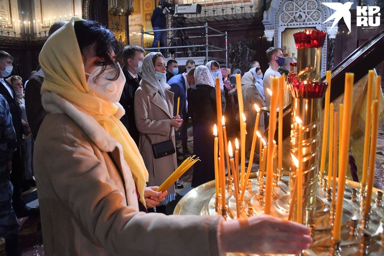 Рождественская служба в Храме Христа Спасителя в Москве.