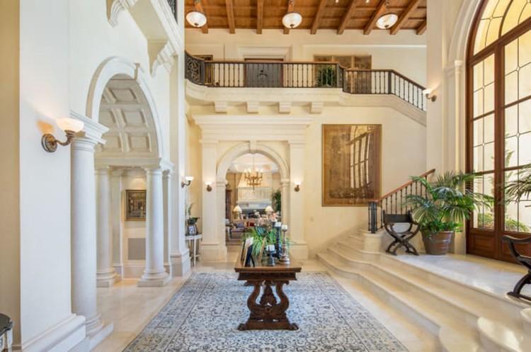 Общая площадь здания - порядка 6 тысяч кв.м. Фото: Concierge Auctions