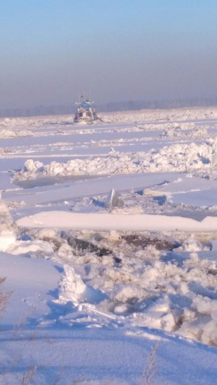 Паром вмерз в лед Фото: ЧП-Лесосибирск