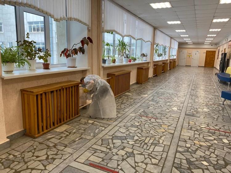 Промываются все кабинеты и коридоры. Фото: Департамент информационной политики Свердловской области