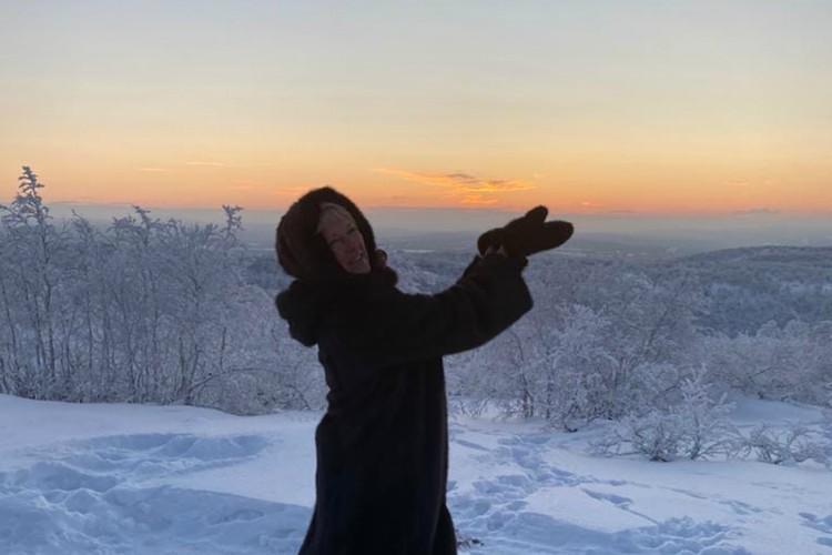 Хоть официальной акции в 2021 году не было, северяне все равно пришли на горку, чтобы полюбоваться восходом.Фото: Людмила Цветкова