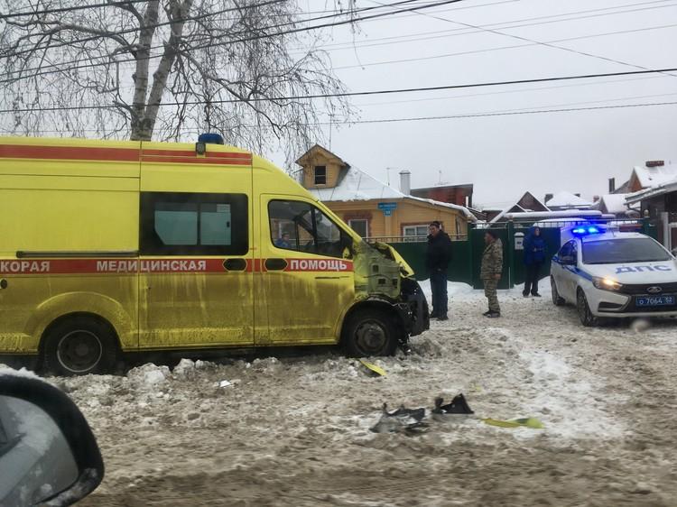 В аварии пострадали два фельдшера. Фото: Анастасия Герцун
