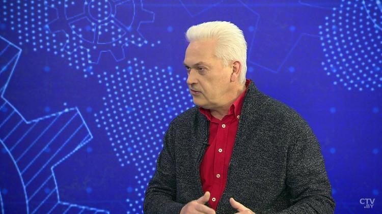 Бывший КВНщик Андрей Муковозчик теперь не только лауреат конкурса «Золотое перо-2020» и победитель «Золотой литеры», но и обладатель медаль «За трудовые заслуги»