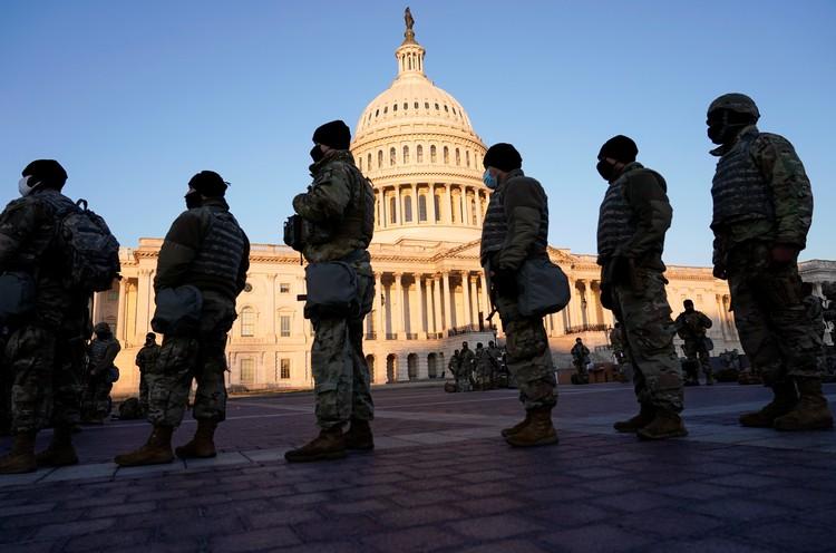 К инаугурации Байдена в Вашингтон для обеспечения безопасности свезли 20 тысяч штыков.