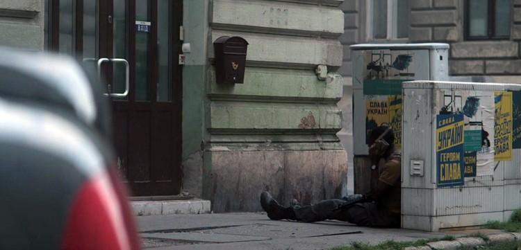 """Плакаты с бандеровским слоганом """"Слава Украине! Героям слава"""" создают атмосферу современного украинского мегаполиса"""
