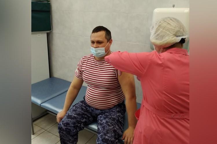 Вакцинация росгвардейцев проходила в Горбольнице №1. Фото: пресс-служба Росгвардии по Челябинской области