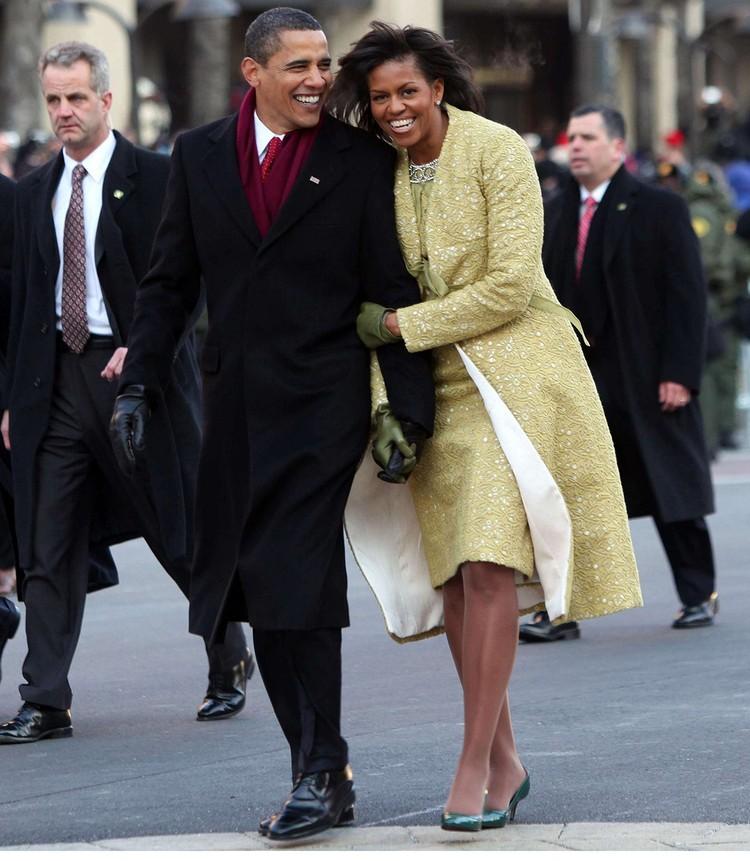 Барак и Мишель Обама направляются к Белому дому перед началом церемонии, январь 2009 г.
