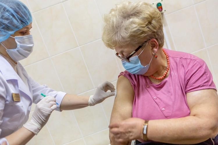 Прививки от коронавируса уже сделали свыше 30 тысяч петербуржцев
