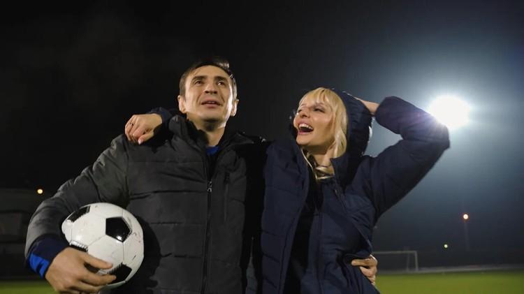 Второго мужа певицы, бывшего футболиста сборной России Евгения Алдонина, сыграл Алексей Гаврилов (Гоша из «Универа»).