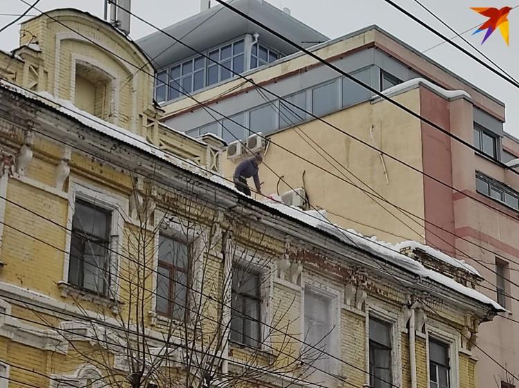 Власти всех уровней предупреждали УК о необходимости убрать наледь и снег с крыш до оттепели