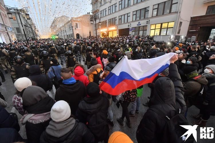 На протесты вышли около 4000 человек