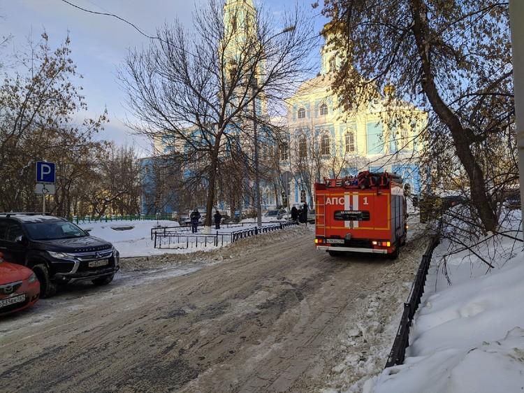 Сотрудники МЧС и полиции съехались на Вознесенскую горку
