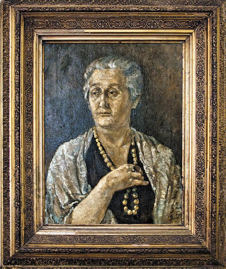 Алексей Баталов неплохо рисовал, но стеснялся своих художественных работ. Лучшим из написанного он считал портрет Ахматовой. На этом портрете Анна Андреевна запечатлена со знаменитым кольцом, подаренным ей Гумилевым.