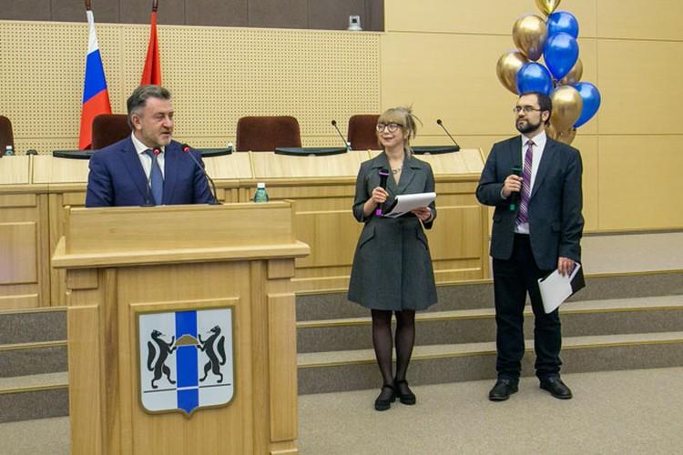 Редакцию поздравил председатель Законодательного Собрания Новосибирской области Андрей Шимкив. Фото: Валерий ПАНОВ
