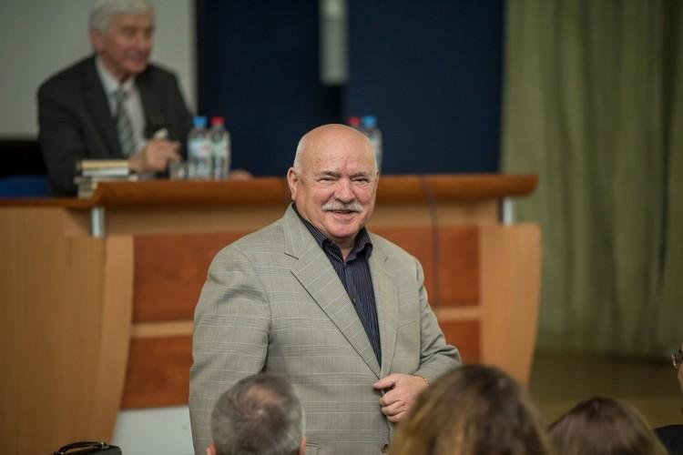 Автор милицейских детективов и трижды сенатор Николай Чергинец пришел в литературу, а оттуда в политику, из уголовного розыска. Фото: journ.bsu.by