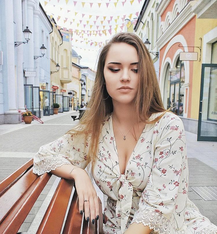 Дочь Тани Иваненко Арина - тайная внучка барда.