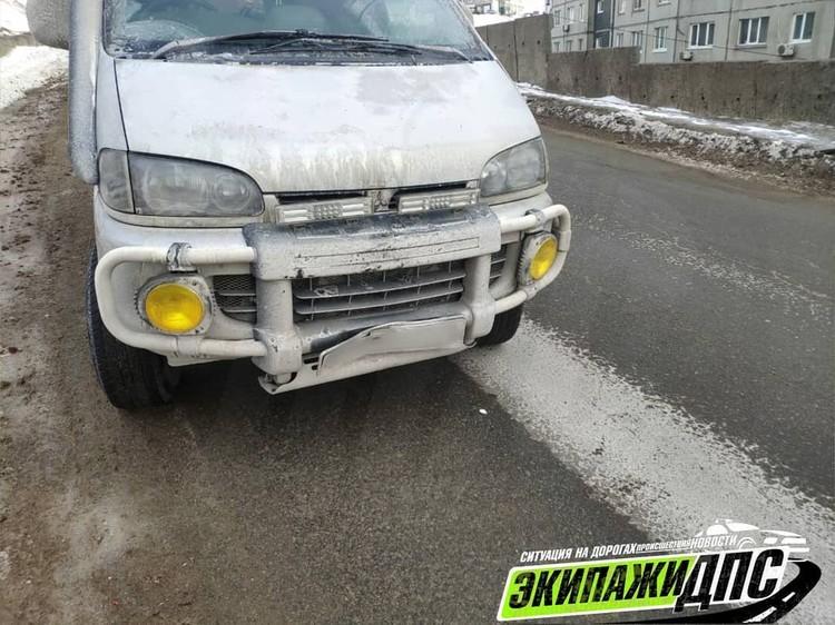 Водитель микроавтобуса не успел затормозить. Фото: Instagram/AK_VDK, dps_vl