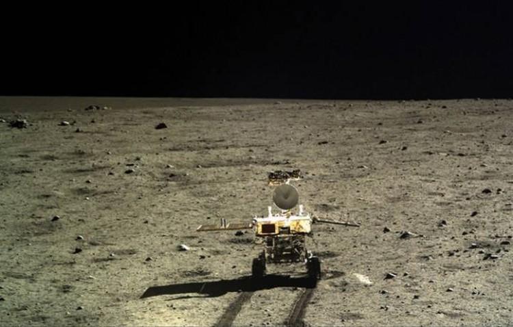 """Нефритовый заяц"" на обратной стороне Луны, снимок сделан с аппарата «Чанъэ-4»."