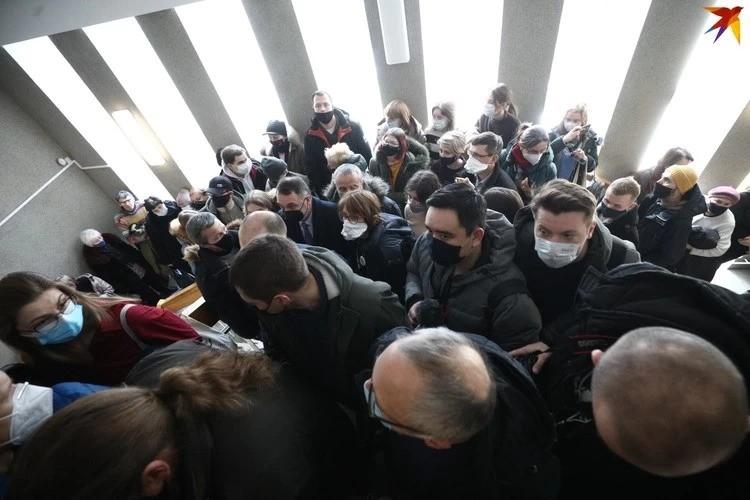 Накануне, 16 февраля, на заседание пустили только близких родственников и журналистов двух государственных телеканалов