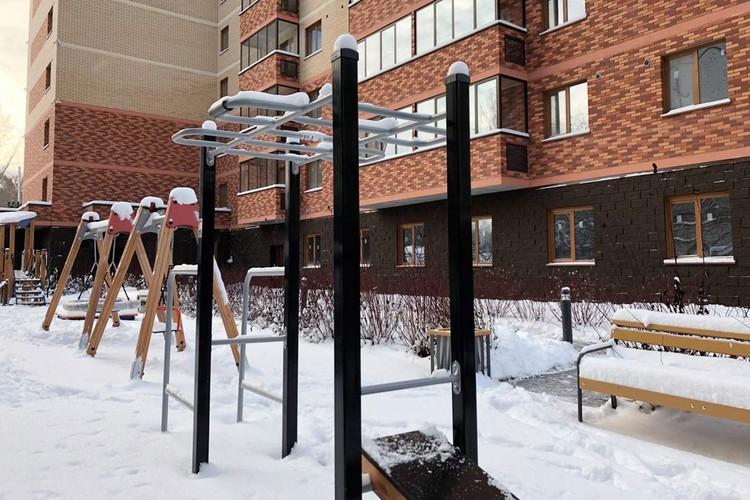 Уличные тренажеры ЖК «Расцветай на Гоголя». Фото: ГК «Расцветай».