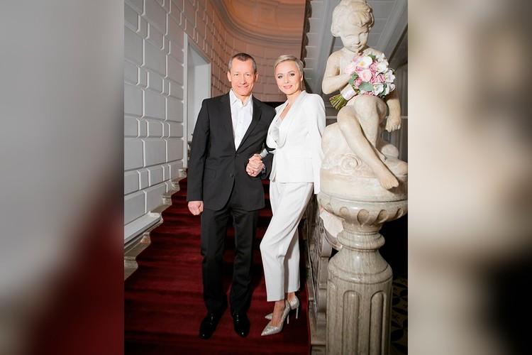 Дарья Повереннова и Андрей Шаронов в загсе 14 февраля 2021 года.