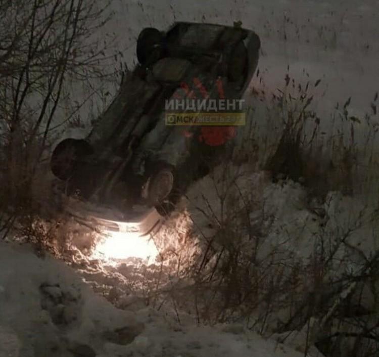 В Старом Кировске перевернулась легковушка. Фото: «Инцидент Омск»