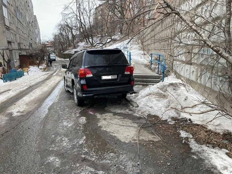 Пешеходам пришлось искать обходные пути. Фото: Instagram/dpskontrol125rus