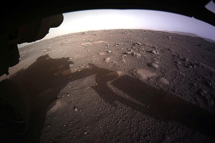 Первый цветной качественный снимок Красной планеты, сделанный марсоходом Perseverance.