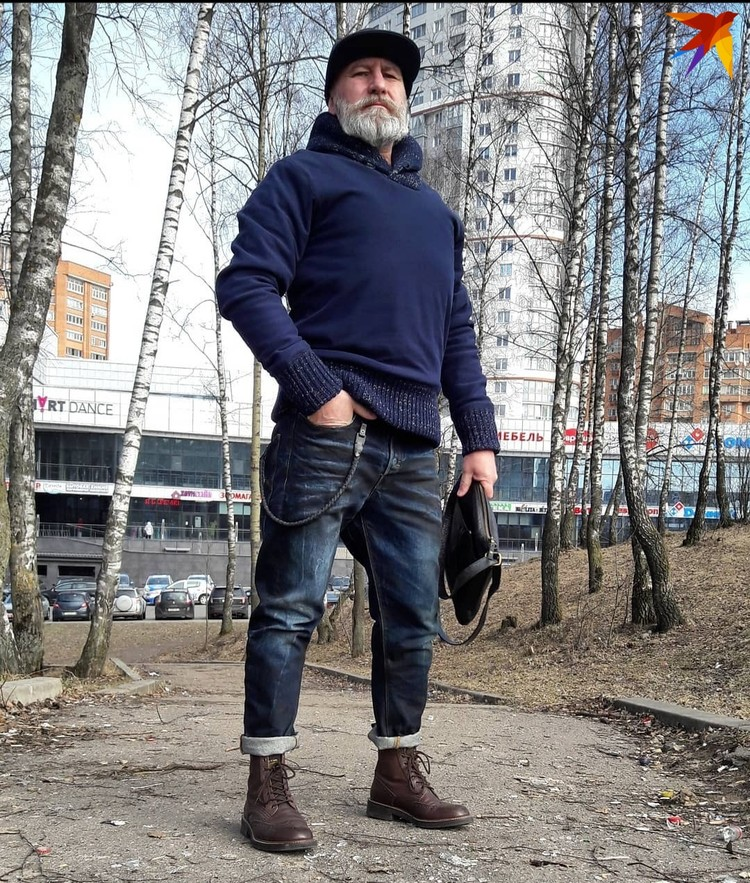 Игорь говорит, что не тратит на гардероб много денег. Старается все покупать на скидках или в барахолках. Фото: личный архив