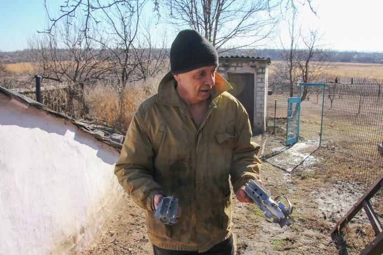 Житель Старомихайловки Сергей Михайлович говорит, что украинская армия обстреливает поселок каждый день