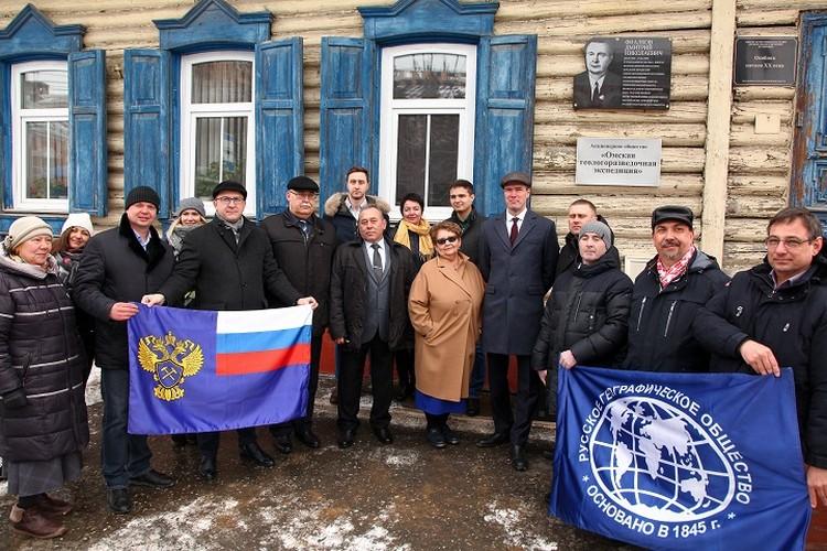 Открытие мемориальной доски Фиалкову Д.Н на здании по адресу Гусарова 16 в Омске