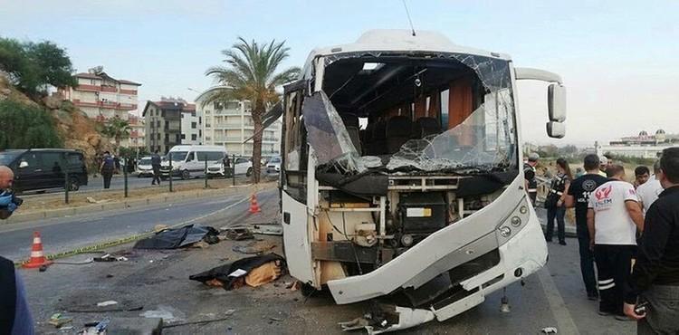 Автобус вез туристов в аэропорт Антальи