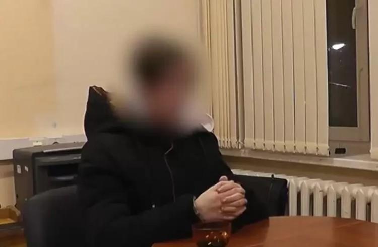 Подросток на допросе рассказывает об убийстве родителей и сестры. Фото: СКР по Пермскому краю