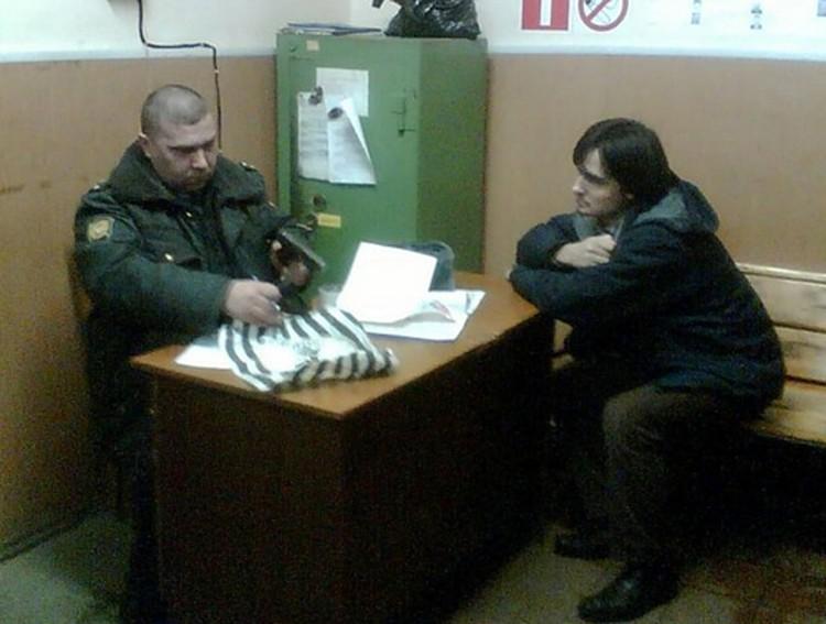 Алексей К. (он же Fotoru) в милиции. По словам его оппонента с форума, из-за банальной ссоры он готов был убить человека.