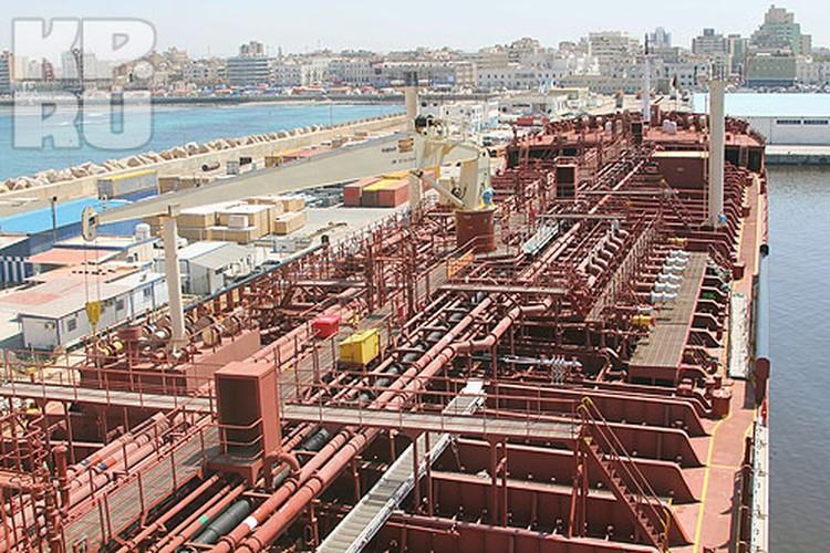 Танкер Anwaar Afriqya — вид с капитанского мостика