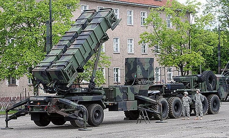 """Зенитный ракетный комплекс США """"Пэтриот"""" во многом уступает своему российскому коллеге ЗРК С-400. А после появления российского ЗРК С-500 будет уступать еще больше."""