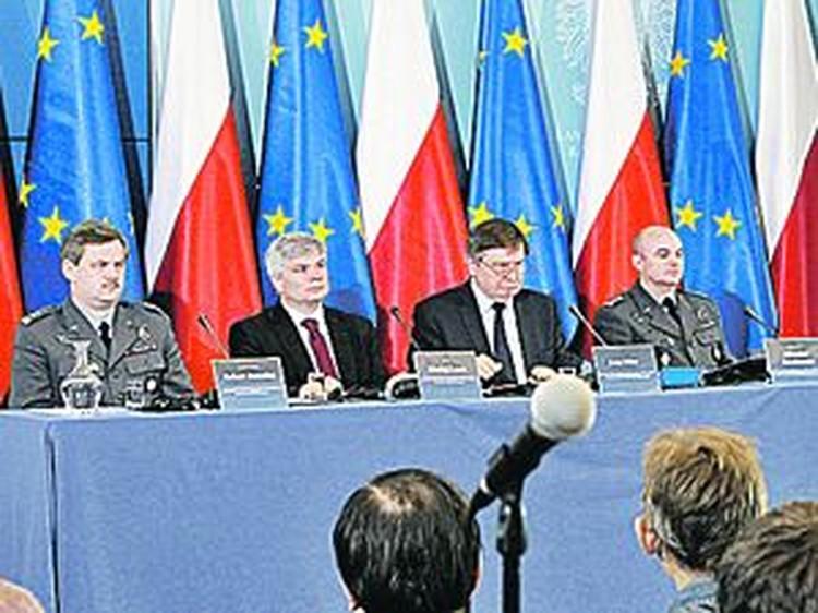 В докладе польской комиссии (на фото) было сделано все, чтобы обвинить российскую сторону.