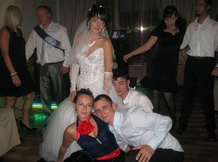 В прошлом году Екатерина вышла замуж, но недавно отношения с супругом разладились. Видимо, именно в то время она и встретила Романа (на фото выше), который и совершил ограбление.