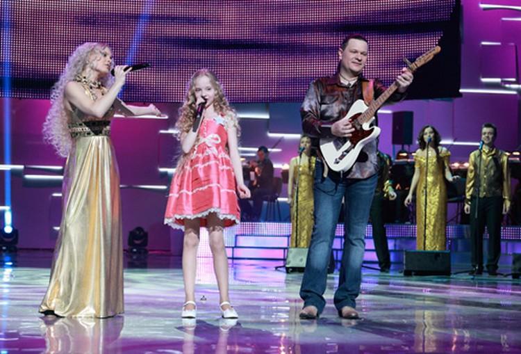 В первом выпуске Настя выступит с группой «Александра и Константин».