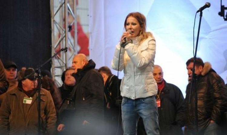 ...Ксения Собчак, похоже, уважает и побаивается.