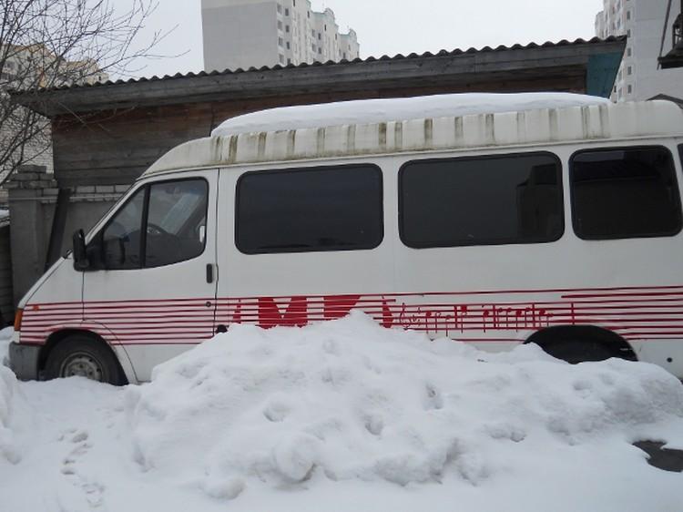 Гастрольный автобус шансонье до сих пор стоит во дворе дома