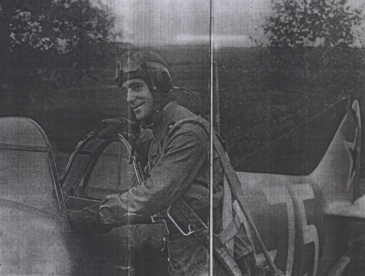 1943 год. Виталий Попков, которому только что вручили первую Звезду Героя, перед взлетом своего «Лавочкина».