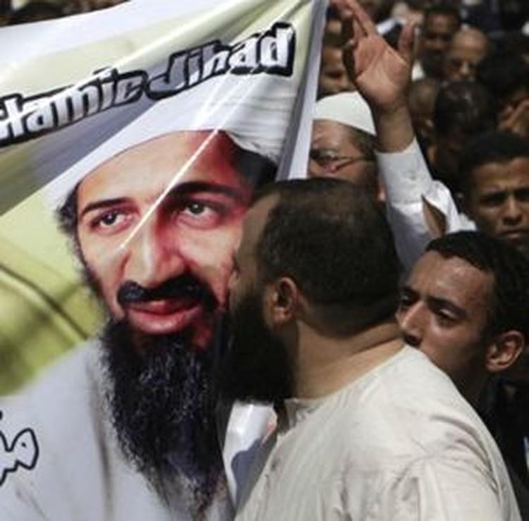 Для исламских радикалов бен Ладен и сейчас живее всех живых.