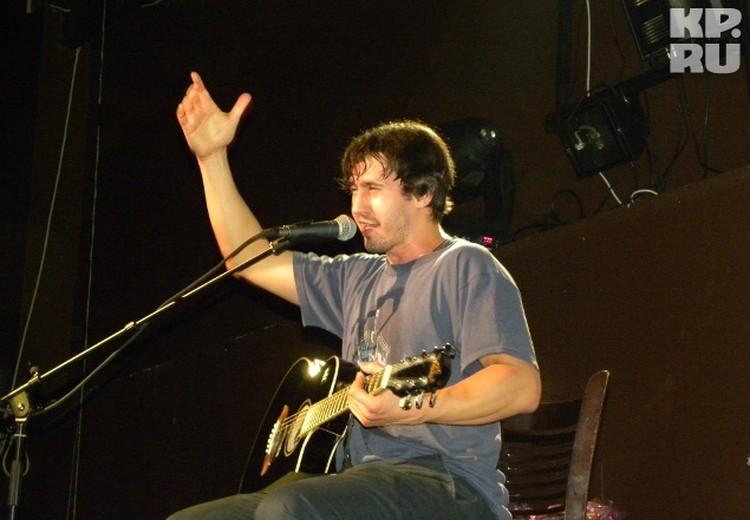Многие зрители впервые увидели Игоря с гитарой